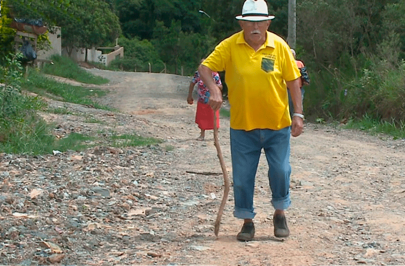 Moradores reclamam de rua sem asfalto em Salto de Pirapora