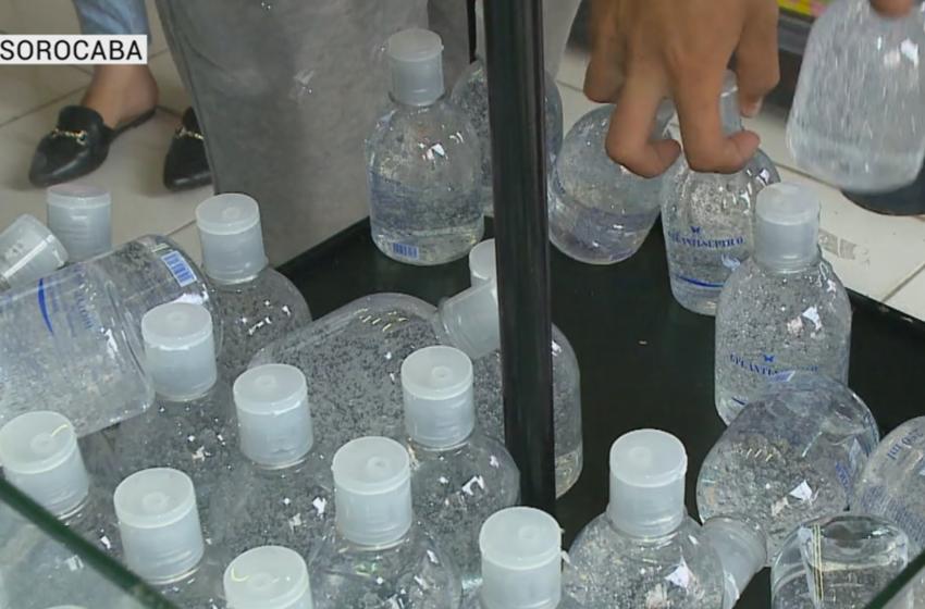 Estoque de álcool em gel acaba rápido nas prateleiras de Sorocaba