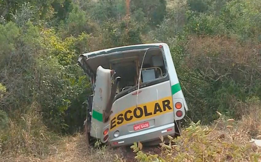 Duas crianças e motorista morrem em acidente de ônibus em Itapeva