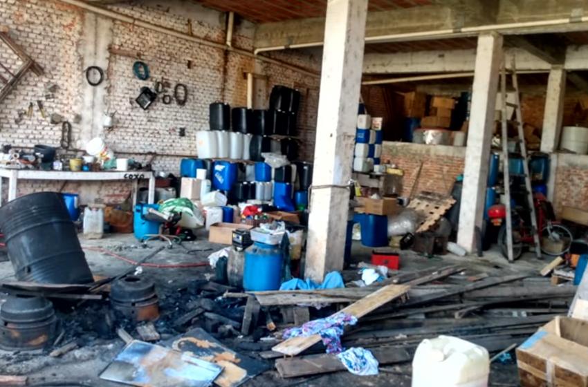 Polícia fecha fábrica clandestina de álcool em gel em Votorantim.