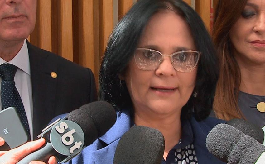 Ministra Damares Alves realiza palestra em Itu