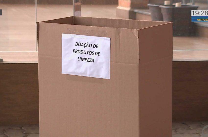 Doações de produtos de higiene e limpeza são feitos em esquema drive thru em Tatuí.