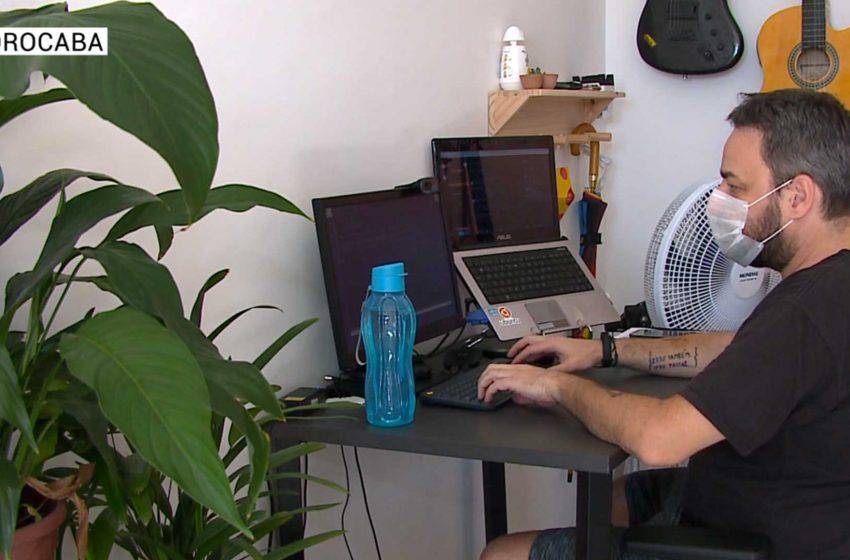 Home office pode gerar problemas na coluna.